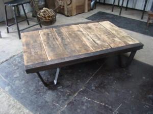 Table basse palette bois brut lille maison - Table basse de salon en bois brut ...