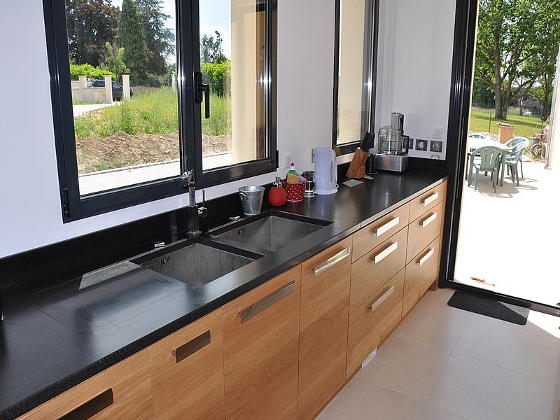plan de travail granit noir finition cuir lille menage. Black Bedroom Furniture Sets. Home Design Ideas
