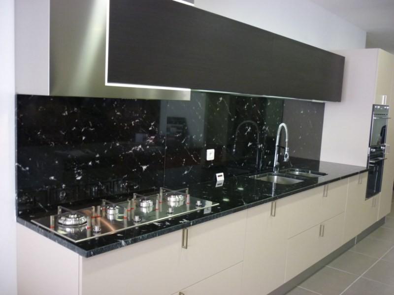 Cuisine avec plan de travail marbre noir - lille-menage.fr maison