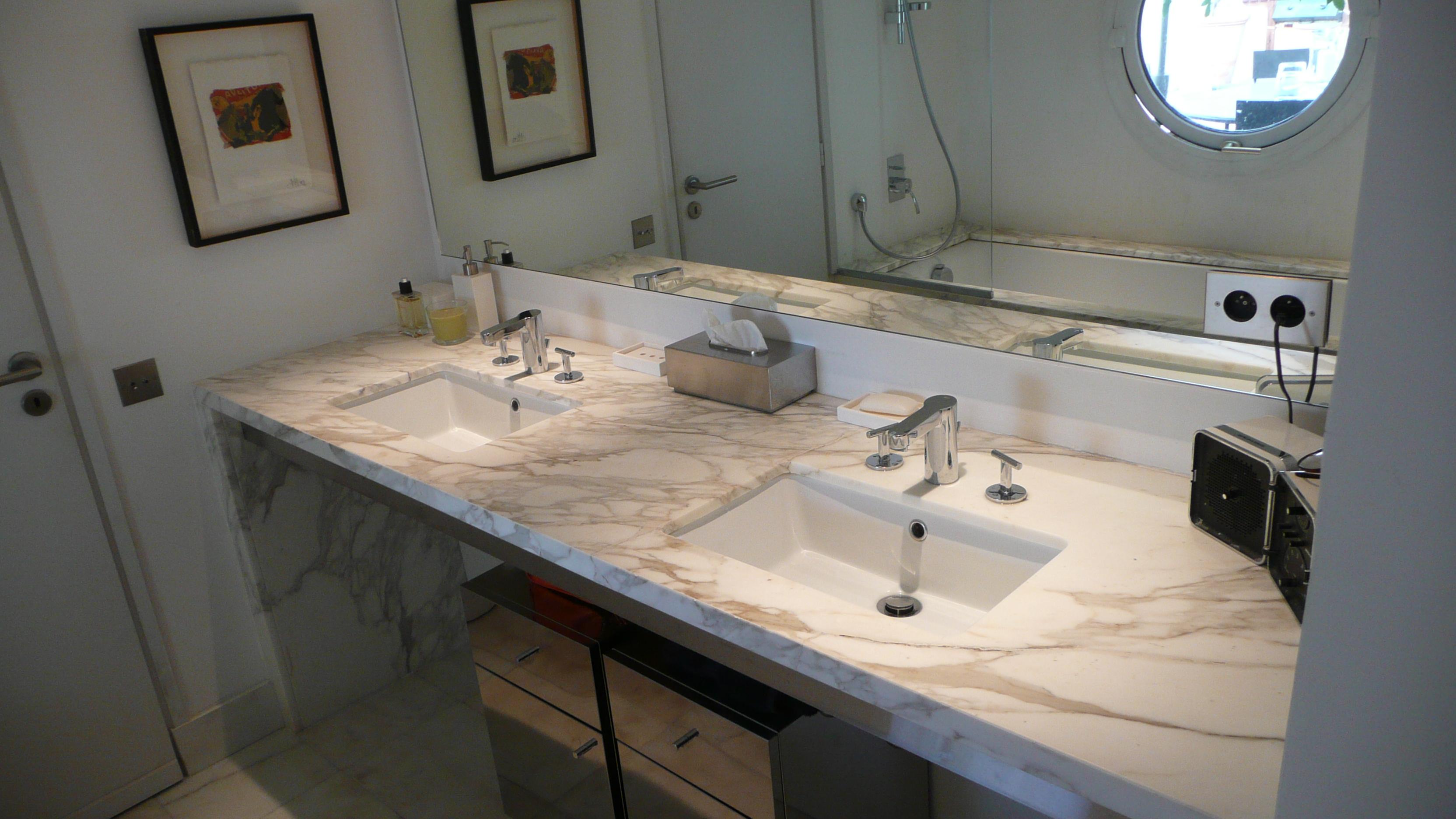 Plan de travail salle de bain noir mat