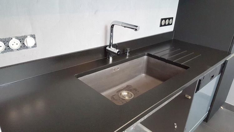 plan de travail granit noir flamm bross lille maison. Black Bedroom Furniture Sets. Home Design Ideas