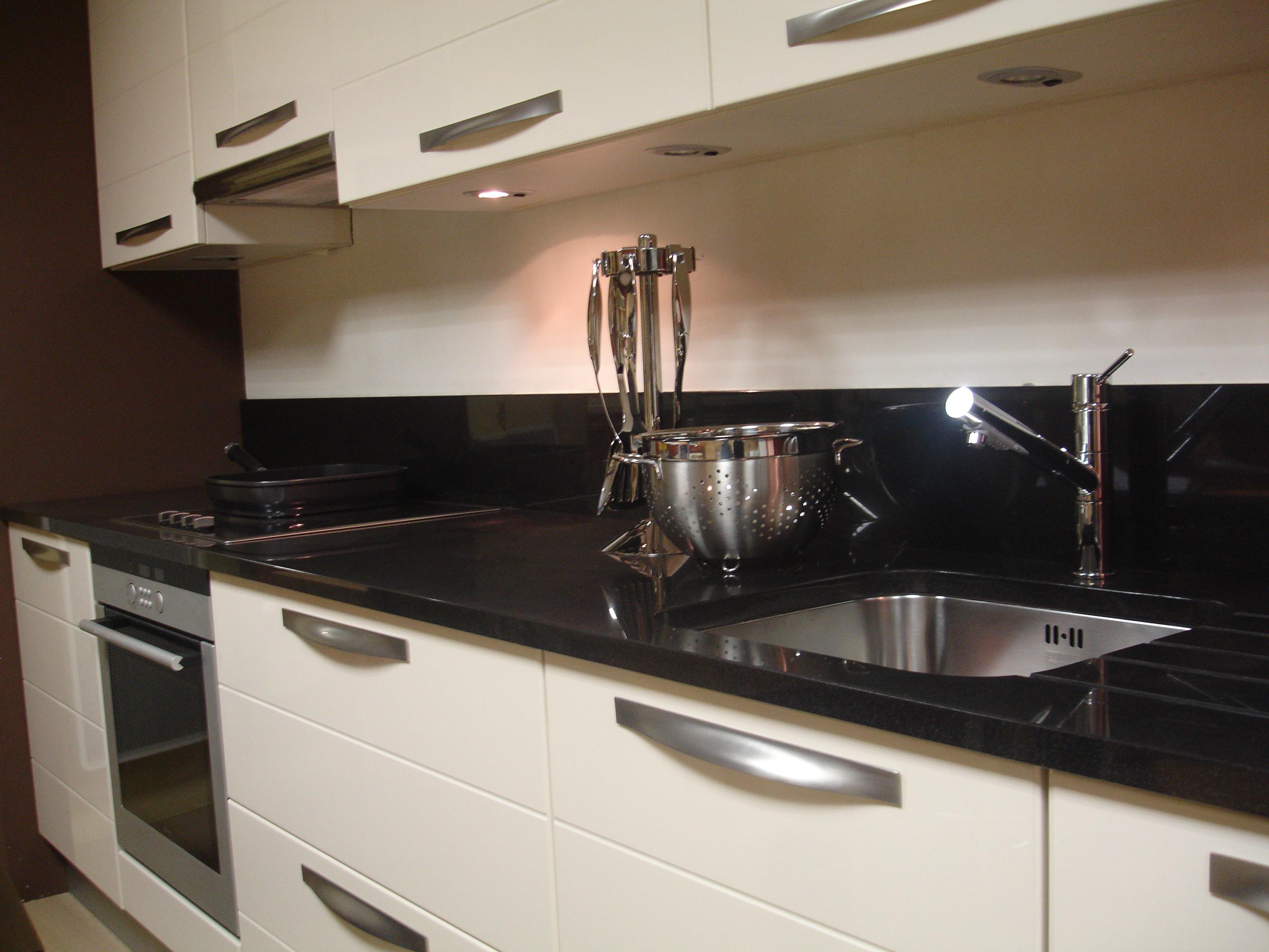 quel evier sur plan de travail noir lille maison. Black Bedroom Furniture Sets. Home Design Ideas