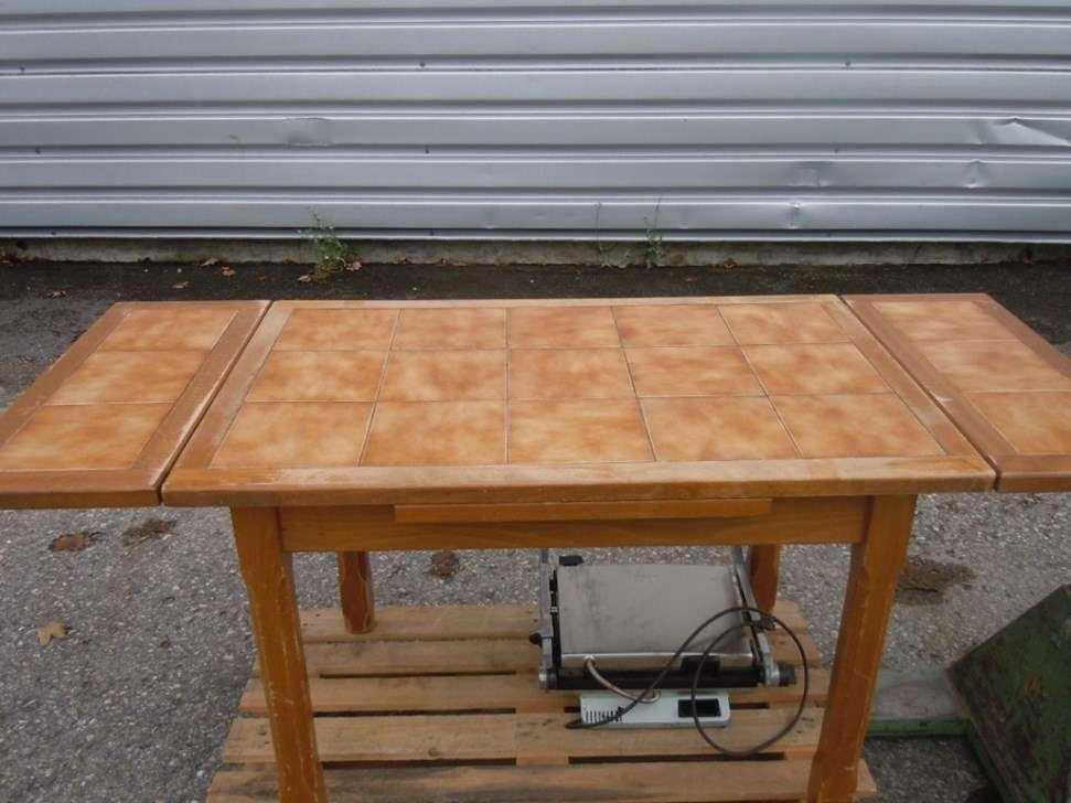 Grande table de cuisine en bois a vendre