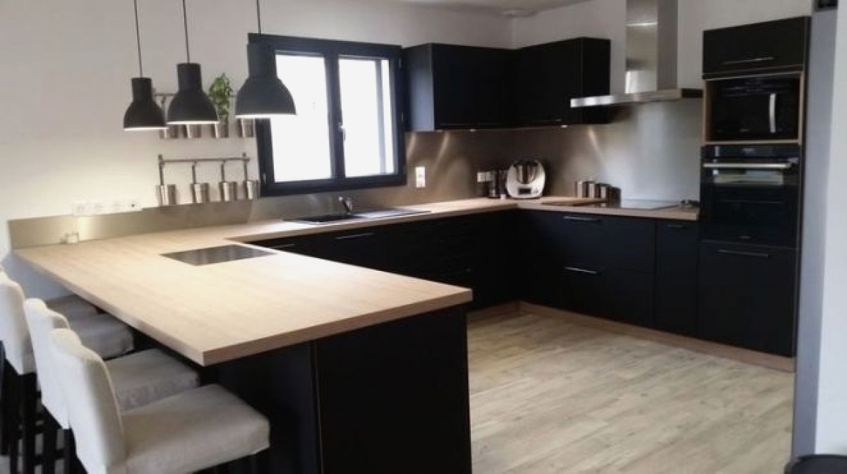 Cuisine chene plan de travail noir lille maison - Plan de travail cuisine noir ...