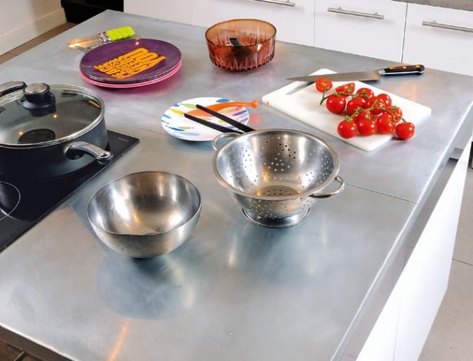 Recouvrir plan de travail cuisine zinc lille maison for Recouvrir plan de travail cuisine